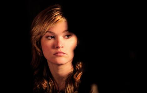 still-of-julia-stiles-in-between-us